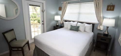 Marco Island Lakeside Inn 2 BR Poolside Bedroom A bed