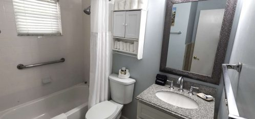 Marco Island Lakeside Inn 2 BR Poolside full bathroom