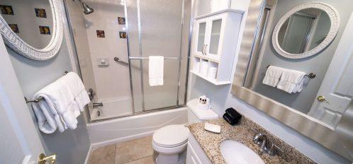 Marco Island Lakeside Inn Lakeview Superior 2 BR-2BA Suite bathroom B