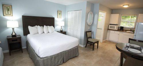 Marco Island Lakeside Inn Poolside Studio ADA bedroom