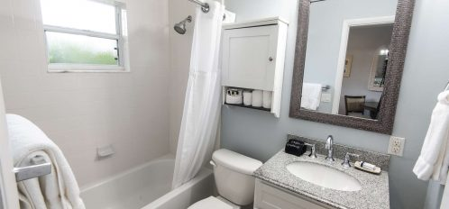 Marco Island Lakeside Inn Poolside Studio full bathroom