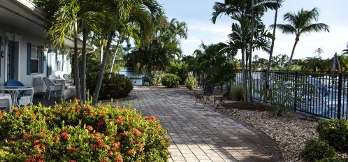 Marco Island Lakeside Inn exterior garden walkway (2)
